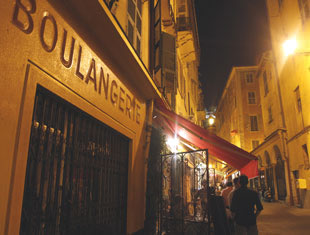Boulangerie at night
